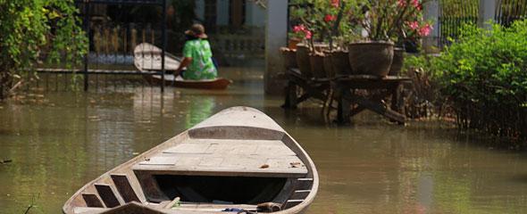 Returning to Flooded Ayutthaya