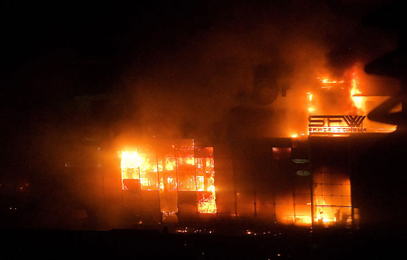 Ratchaprasong burning