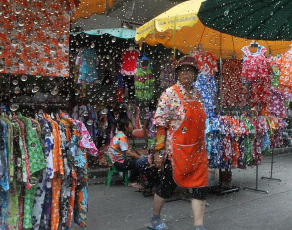 Songkran 2011 - Hawaiian shirts in Khao San Road