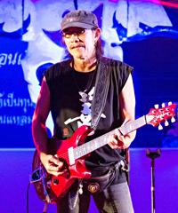 Translating Thai Song Lyrics